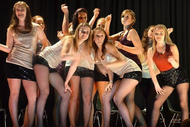 TuS-Nachwuchs unterhält mit Turnen, Tanz, Jonglage und Gesang