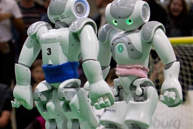 Hochschule Offenburg tritt mit Fußball-Roboter bei WM in Brasilien an