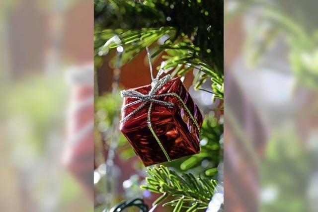 Warme Winterstiefel unterm Weihnachtsbaum