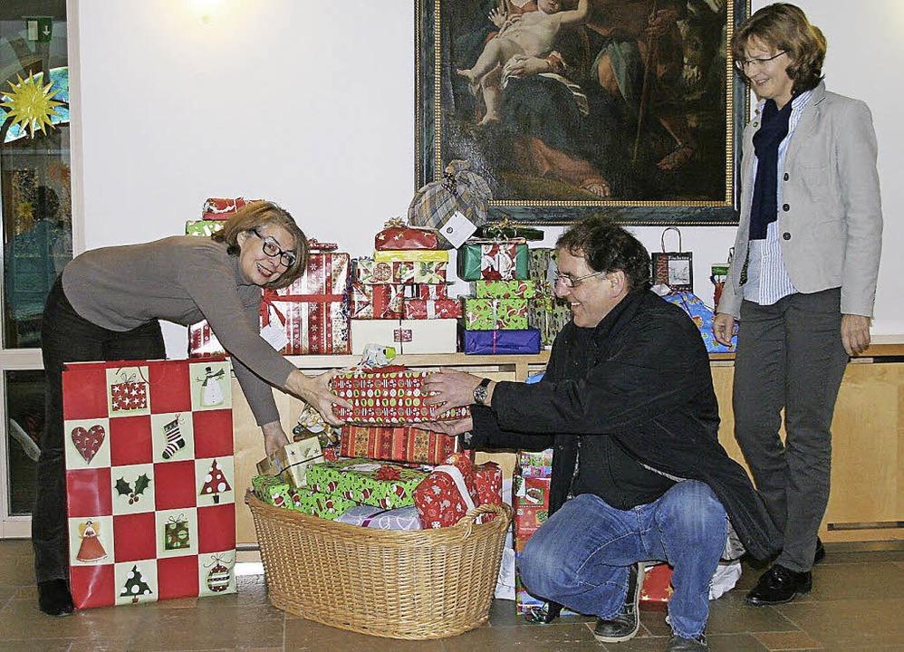 Gabi Henninger-Thoma (links)  und Mart...r die Kinder der Mooswaldförderschule.  | Foto: privat