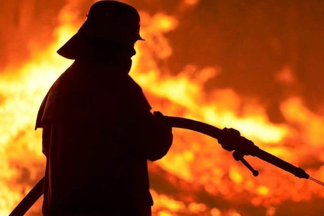 Brand bei Hamburg: Mindestens ein Kind gestorben