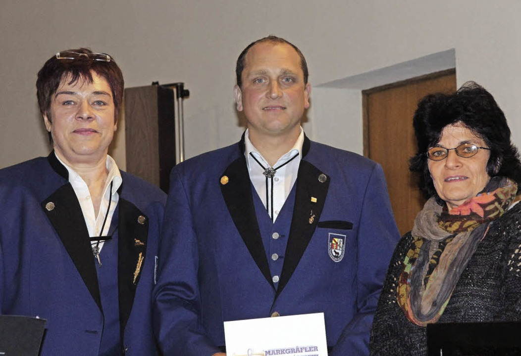 Für 25-jährige Aktivität im Musikverei...nks) und  Gabriele Volk-Dittus geehrt.  | Foto: Frowalt Janzer