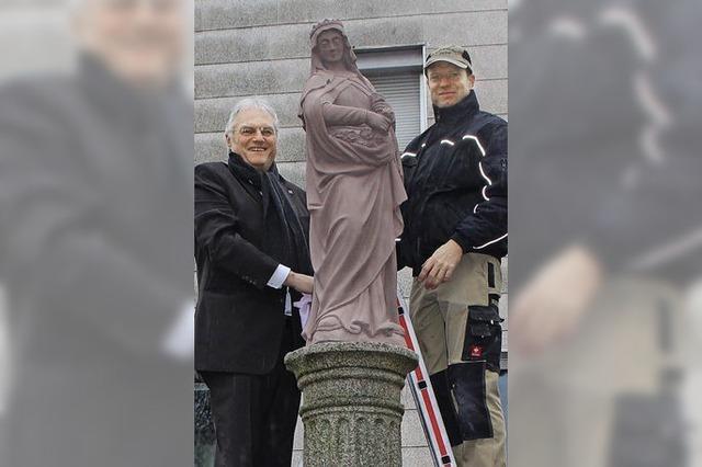 Die heilige Elisabeth grüßt mit Rosen