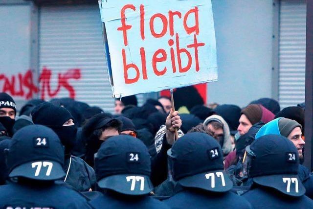Krawalle und Verletzte - Polizei löst Demo für