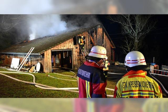 Dach steht in Flammen