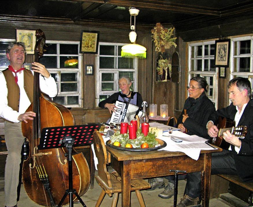 Berthold Weiger und Ursula Wäschle-Wei...s Köpfer bei der Stubete im Resenhof.   | Foto: Ulrike Spiegelhalter