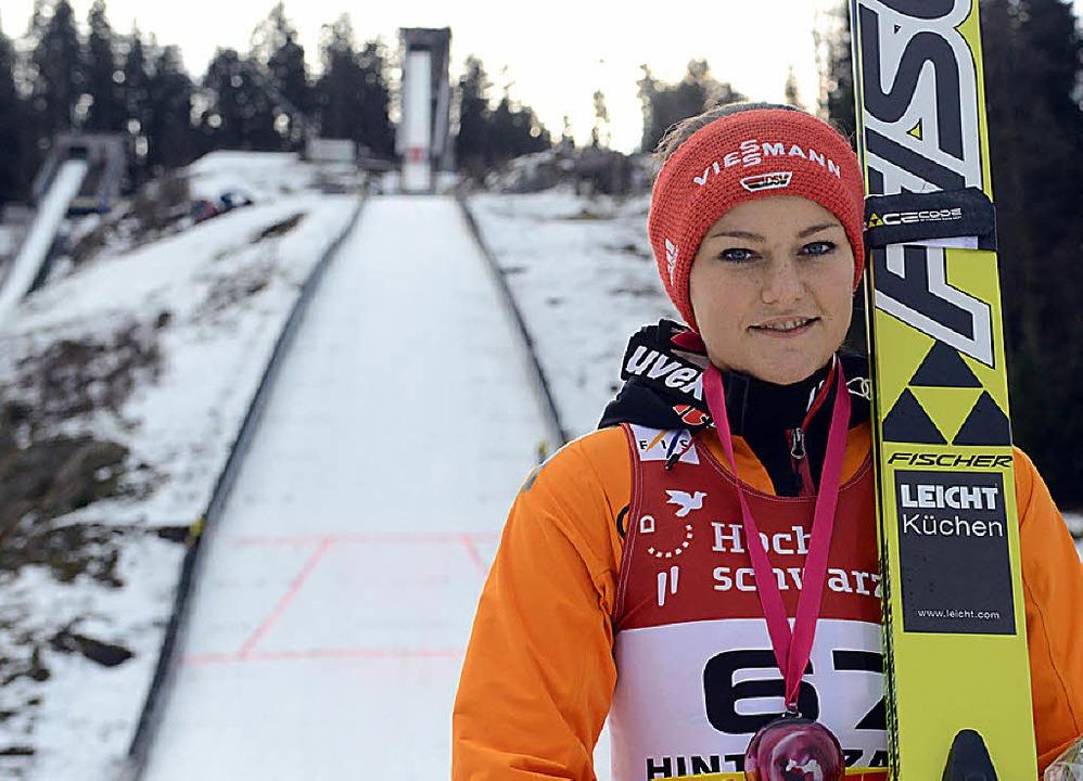 Hoffnungsträgerin: Carina Vogt sprang ... am Samstag fix für Olympia nominiert.  | Foto: dpa