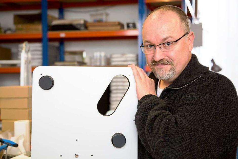Chris Feickert in seiner Werkstatt (Foto: Kerstin Pommerenke)