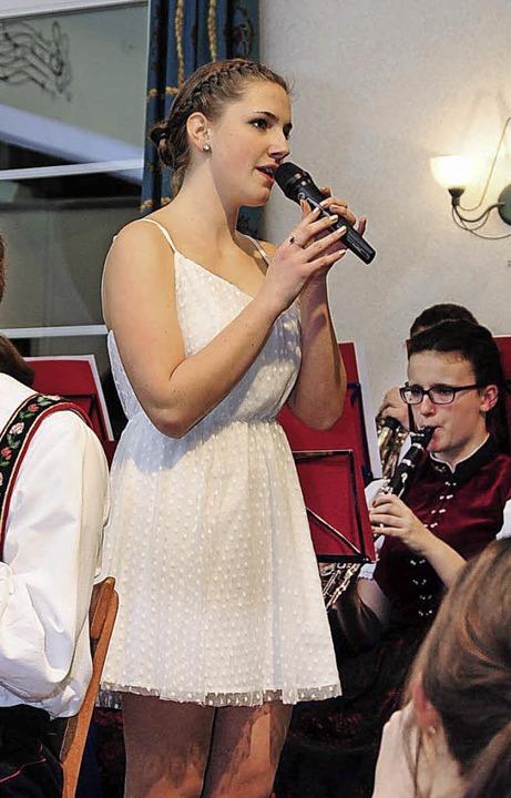 Selina Kulka begeisterte mit ihrer gelungenen Gesangseinlage.  | Foto: Horst Dauenhauer