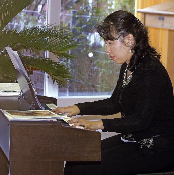 Die Pianistin Conny Cornelia Mulawarma...rt im Kursana Domizil in Friesenheim.   | Foto: Heidi Fössel