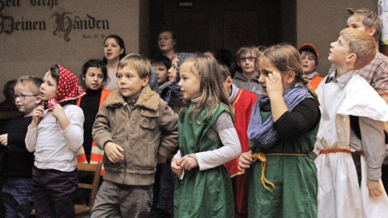 Kinder bei der Aufführung des Weihnachtsmusicals in Broggingen.    Foto: Thilo bergmann