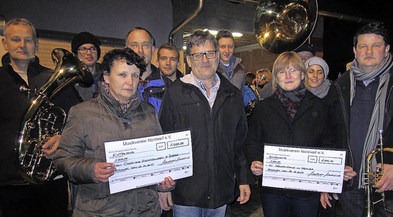 Rundum Freude über große Spenden: Elma... Rathmann jeweils 1000 Euro übergeben.  | Foto: Reiner Merz