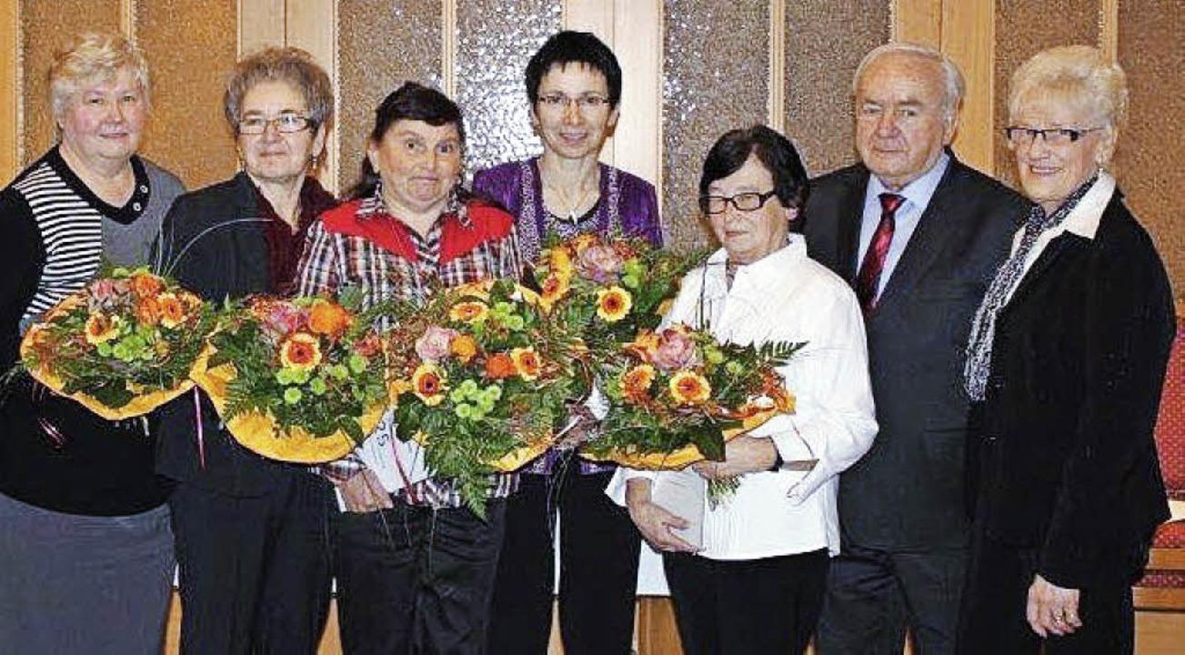Die Geehrten der Firmas Fischerkleidun...r und  seine Ehefrau Frieda (rechts).   | Foto: Privat