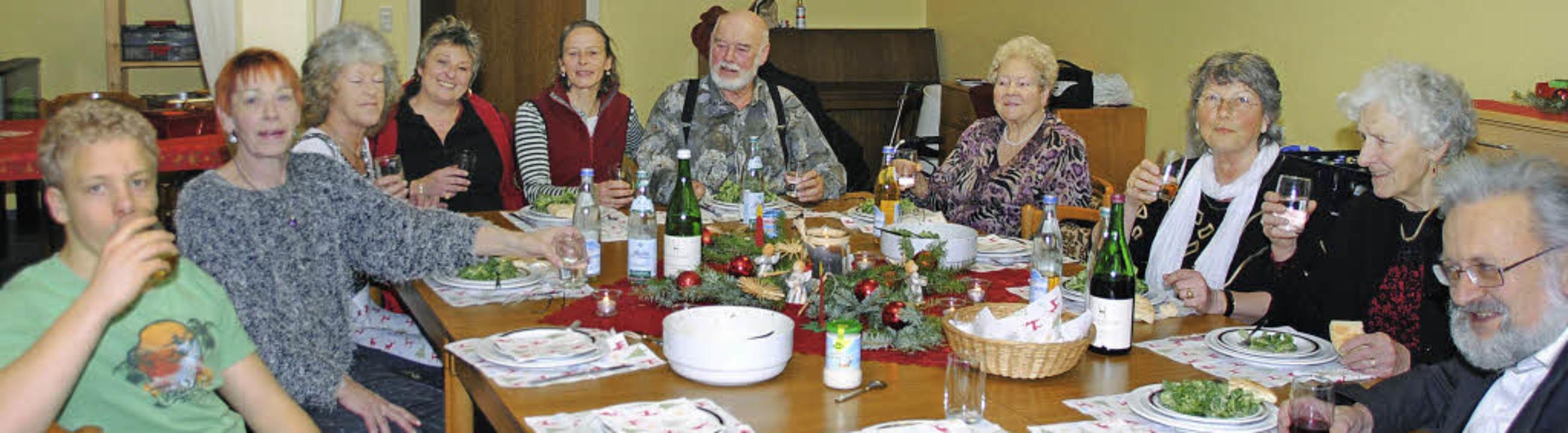 """Weihnachten muss niemand alleine feier...2;Neulinge"""" rasch wohl fühlten.     Foto: SEDLAK"""