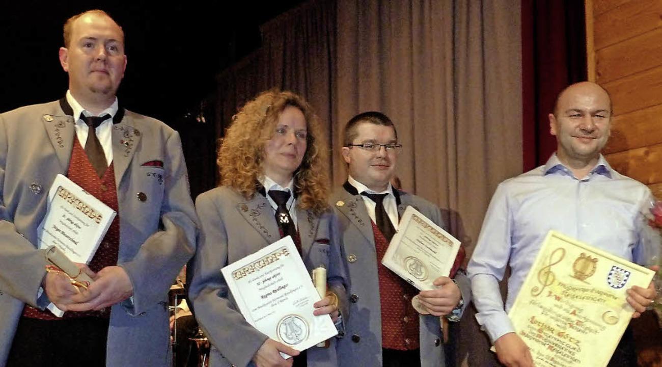 Jürgen Messerschmid, Regina Riedlinger... Götz wurden vom Verein ausgezeichnet.  | Foto: Heidrun Simoneit