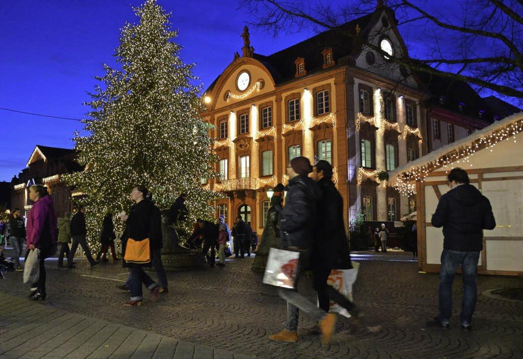 Am Montag und Dienstag wurden noch letzte Weihnachtsgeschenke gekauft.  | Foto: Maier