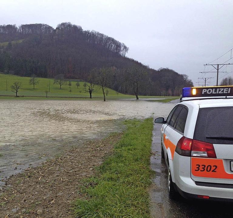 Ein bisschen Überschwemmung gab's bei Muttenz.   | Foto: Polizei BL