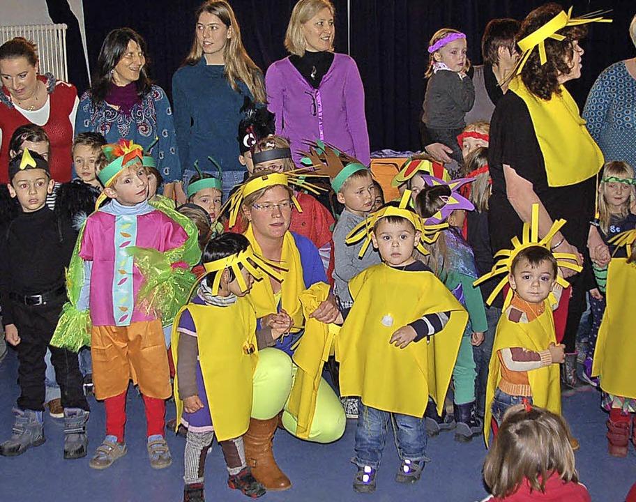 Die Kindergartenkinder bei ihrer Adventsfeier im Schönauer Bürgersaal.    Foto: Ulrike Jäger