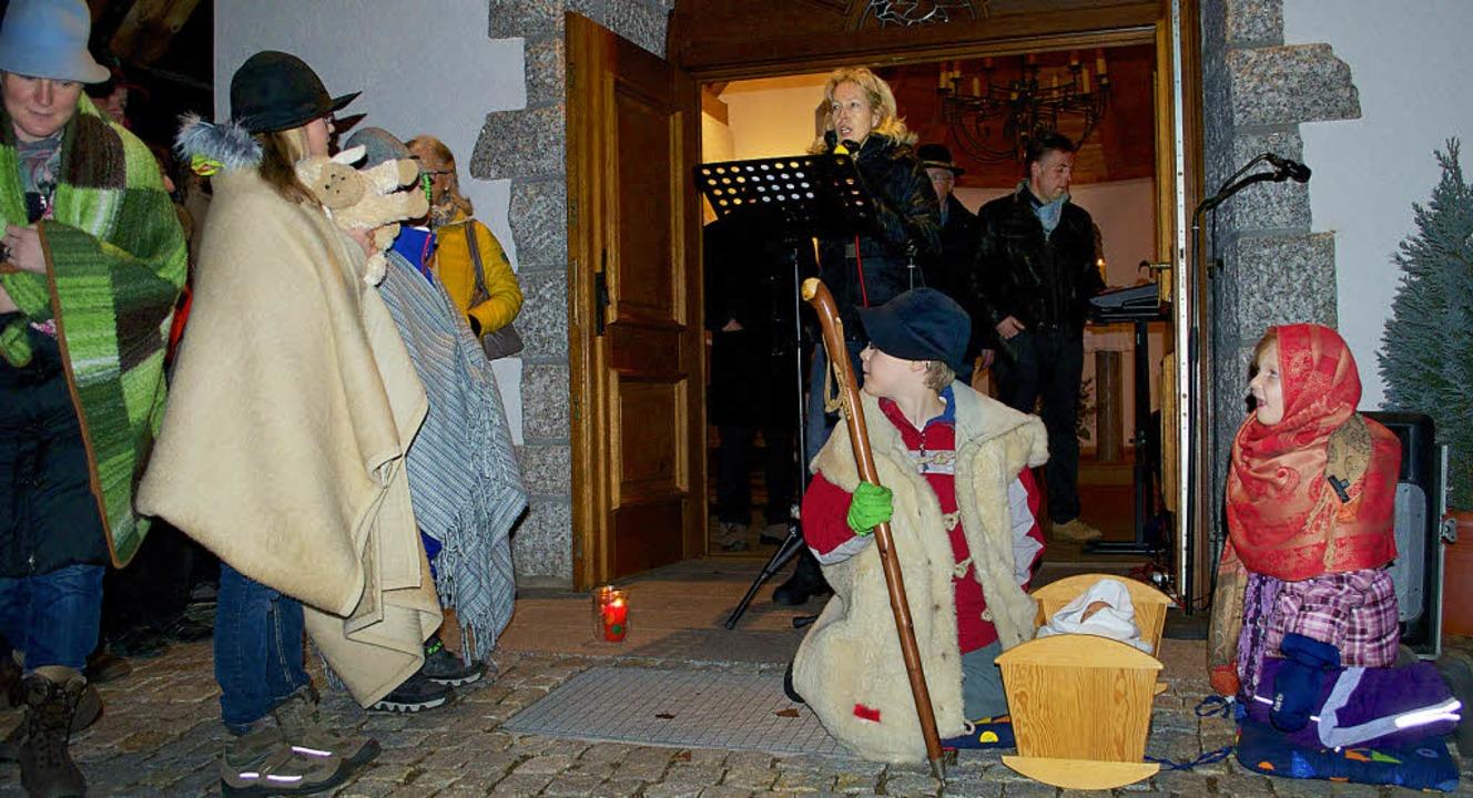 Mit einem Krippenspiel stimmen einige ...lisberger Kapelle auf Heiligabend ein.    Foto: Barbara Weber