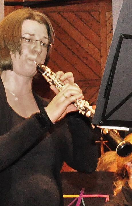 Stefanie Müller bei dem Solo für Oboe ...ten Schelb (von links) bei einem Solo.    Foto: Stefan Pichler