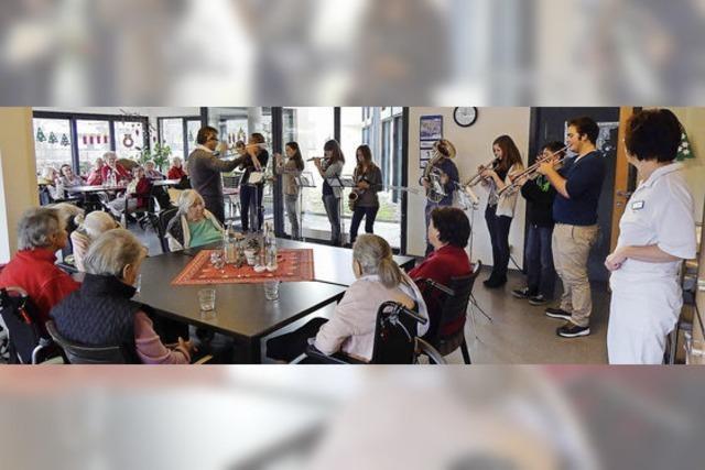 Schulorchester im Seniorenheim