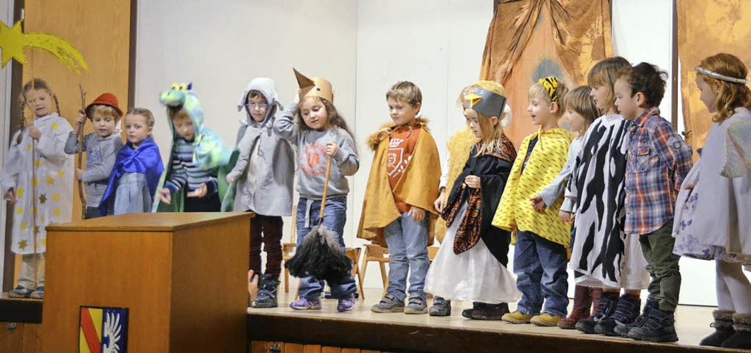 Die Kinder des KIndergartens St. Laure...er Gemeindesaal ein Krippenspiel auf.     Foto: denys golikov