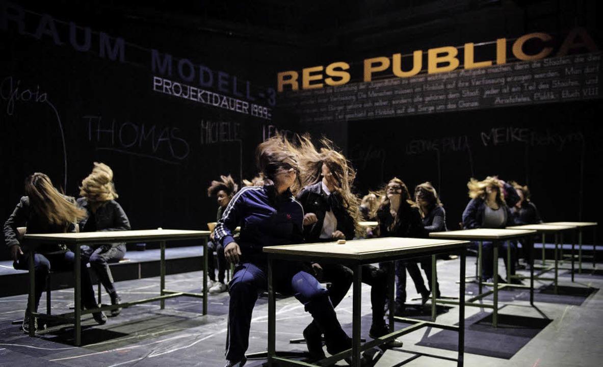 """Emotionales Auf und Ab: Szene aus """"Klasse"""" am Theater Basel     Foto: Judith Schlosser"""