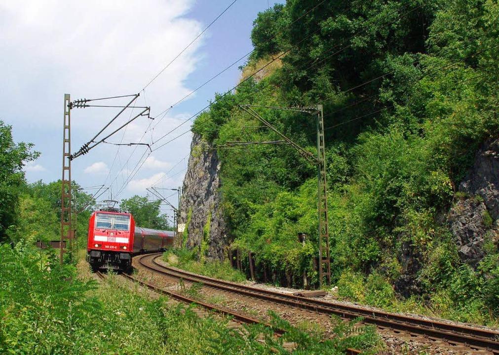 Züge auf der Rheintalbahn, wie hier be...ms, sollen ab 2017 häufiger verkehren.  | Foto: Rolf Reißmann