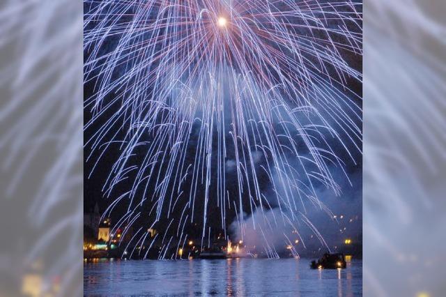 Imposantes Feuerwerk über Rhein