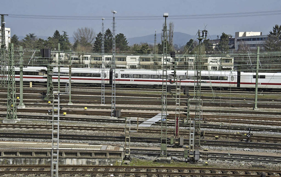Stadträume, wie hier am Badischen Bahn...ndschaftsräume und das Zusammenleben.   | Foto: IBA Basel 2020