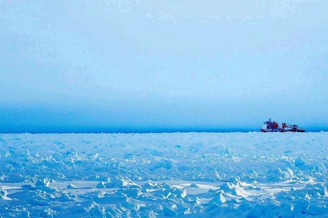 Forschungsschiff in 20 Kilometern Eis eingeschlossen