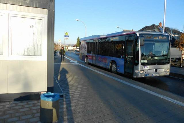 Busse halten am Eimeldinger Busbahnhof