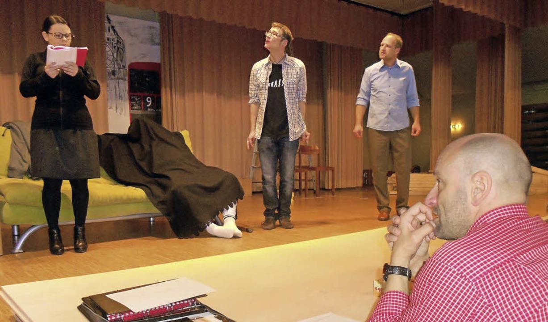 """Die Theatergruppe """"Hond un Gosch...orne rechts Regisseur Dietmar Holzer.     Foto: Thomas Steimer"""