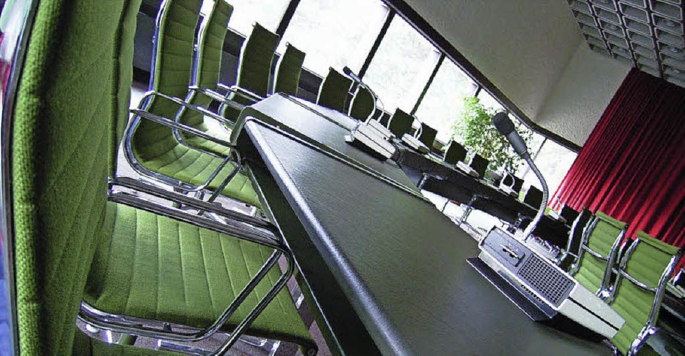 Der Ratssaal von Lörrach: Hier werden ...germeisters, der Oberbürgermeisterin.   | Foto: Simone Höhl