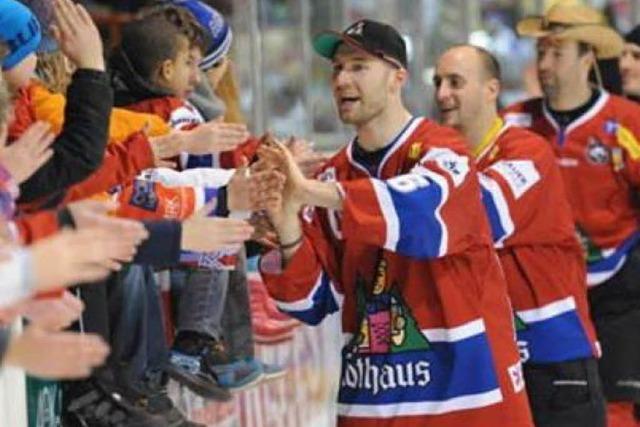EHC siegt in Eishockey-Krimi vor Rekordkulisse