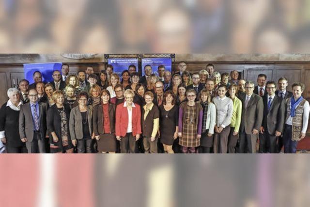 Volksbank ehrt gleich 52 langjährige Mitarbeiter