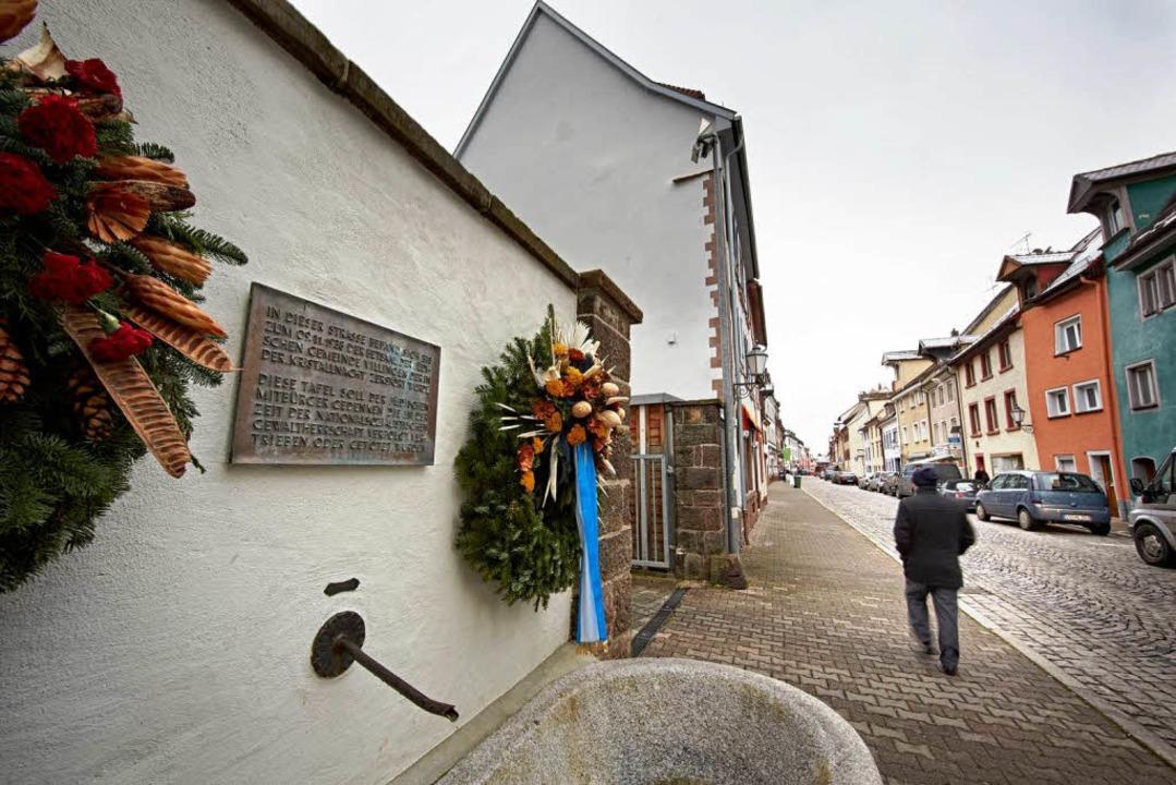 Die Gedenktafel für die jüdische Gemei...och nicht an dem Haus mit dem Betsaal.  | Foto: Heinz Heiss, Heinz Heiss