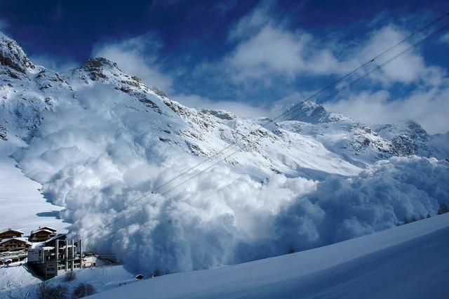 Abseits markierter Pisten: Wintersportler verkennen Lawinengefahr
