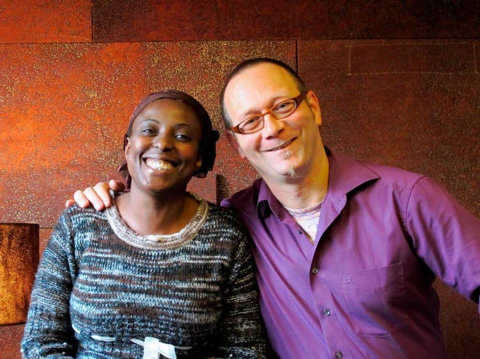 Mary Barongo und Oliver Heintz, Gründe... Geschäftsführer der Firma Bark Cloth.  | Foto: Susanne Ehmann