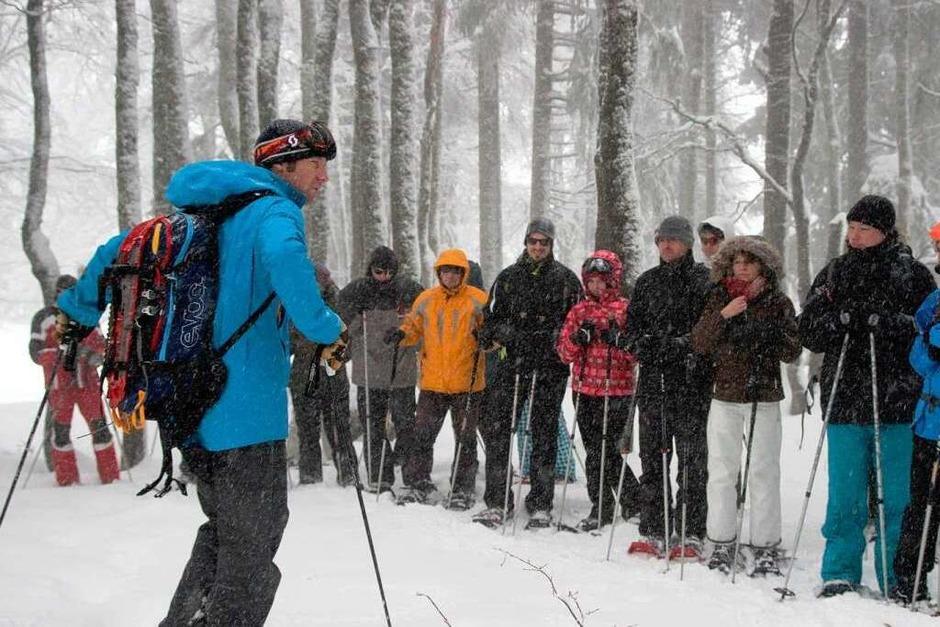 Tobias Kurzeder heißt die Wandergruppe zu der fünfstündigen Tour willkommen. (Foto: Max Schuler)