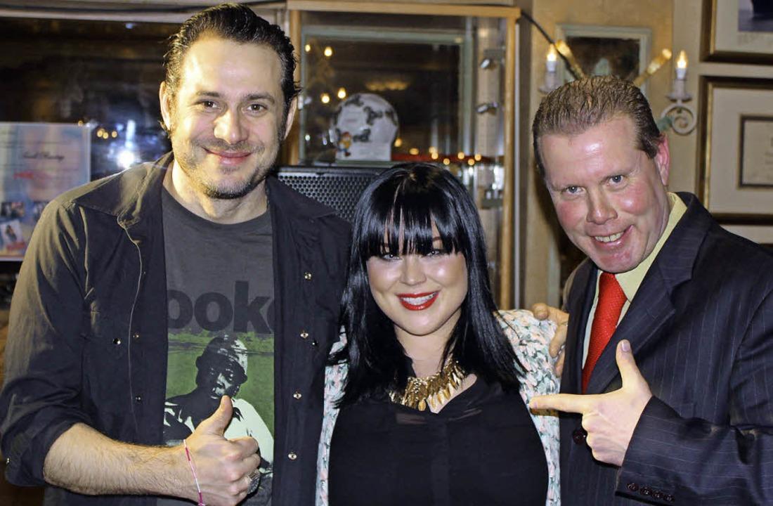 Sascha Vollmer, Mitgründer von Boss Ho...m kleinen Konzert von  Sarah Rensing.   | Foto: Feldberger Hof