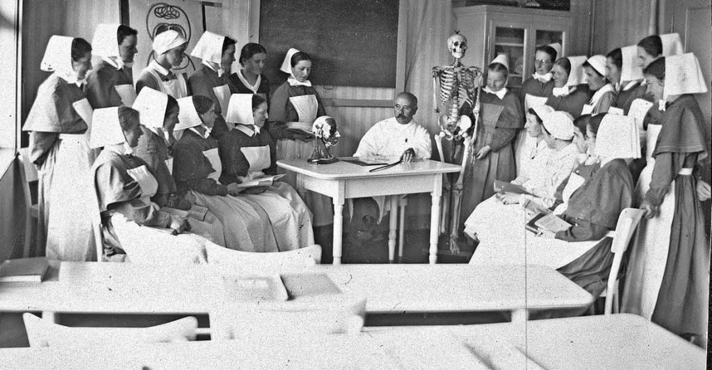 Anatomieunterricht bei Dr. Veillon in den 20er Jahren    Foto: Kommunität Diakonissenhaus Riehen