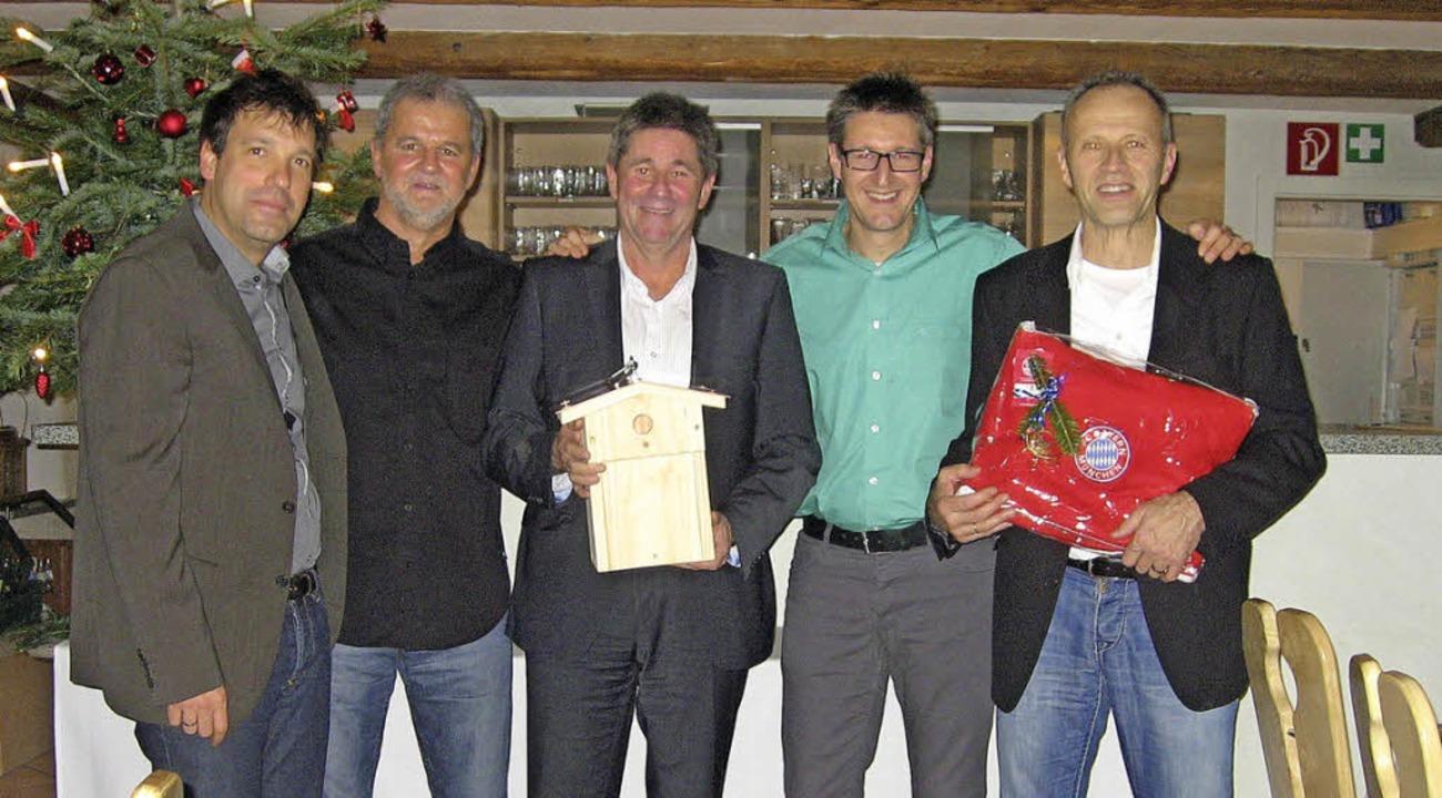 Die emsigen Fünf der SVW-Fußballer: Fr..., Markus Klemm und Klaus Dold (v.li.)   | Foto: Kürbs