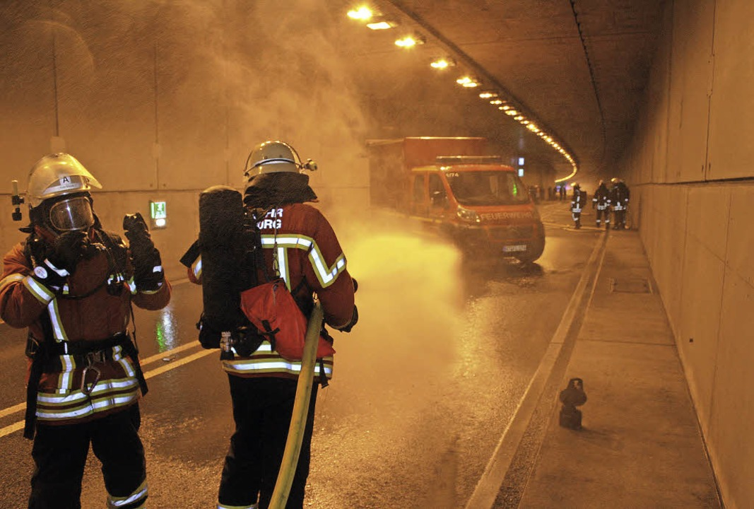 Übung für den Ernstfall: die Laufenbur...r im Mai im Rappensteintunnel der A98   | Foto: Timo Jehle