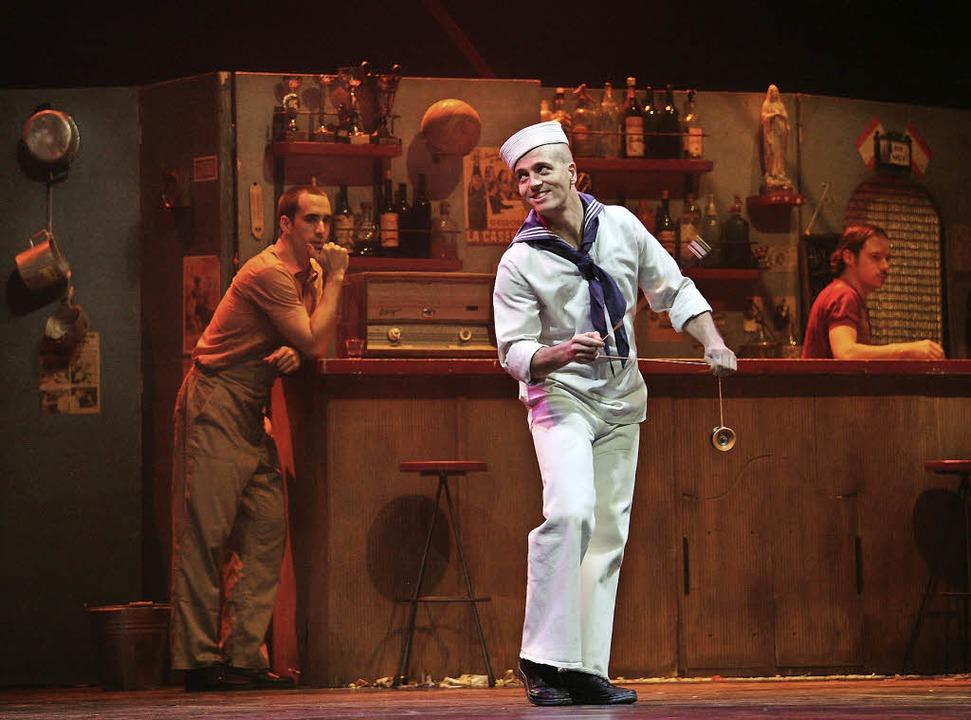 Artistische Einlagen wie etwa mit dem ...ören beim Circus Klezmer zum Programm.    Foto: Katharina Bartsch