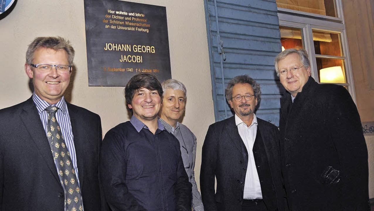 In Gedenken an Jacobi (von links): Kul...el und Uni-Rektor Hans-Jochen Schiewer  | Foto: Eggstein