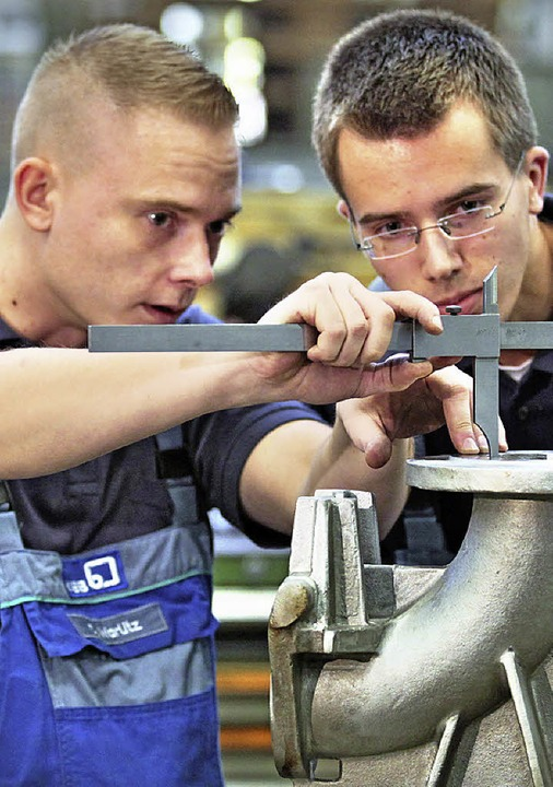 Gesucht werden Fachkräfte für die Metallbearbeitung.   | Foto: dpa