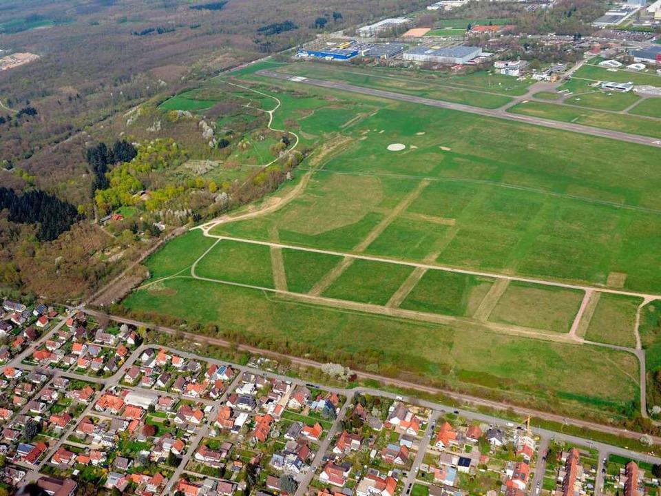 Der Flugplatz in Freiburg könnte Stand...s neue Stadion des SC Freiburg werden.  | Foto: Patrick Seeger