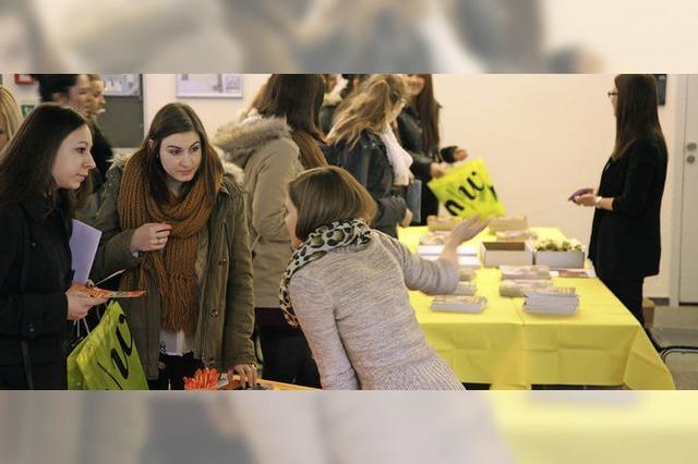 Deutsche Abiturienten schnuppern ins schweizer Hochschulleben herein