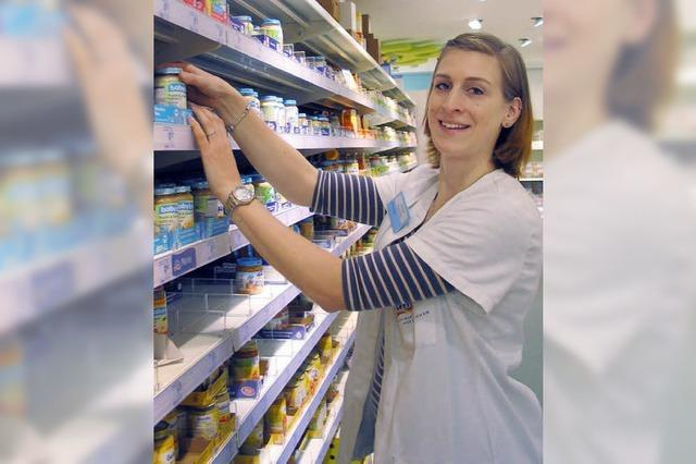 Ausbildungsberuf Drogistin: Laura Ehring vermittelt Wissen über Heilmittel und Gifte
